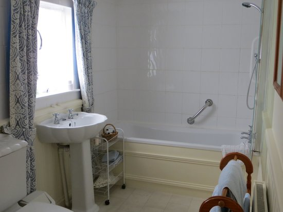 The Old School House - Studland: En suite bathroom