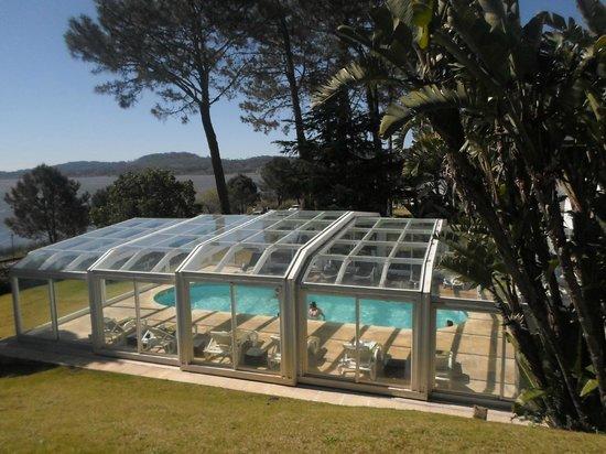 Hotel Del Lago Golf & Art Resort: vista hacia la piscina climatizada