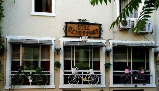 Olimpiyat Otel Izmir: Otelin dıştan görünümü süperdi:))