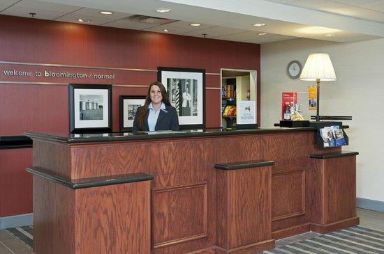 Hampton Inn & Suites Bloomington-Normal: Front Desk