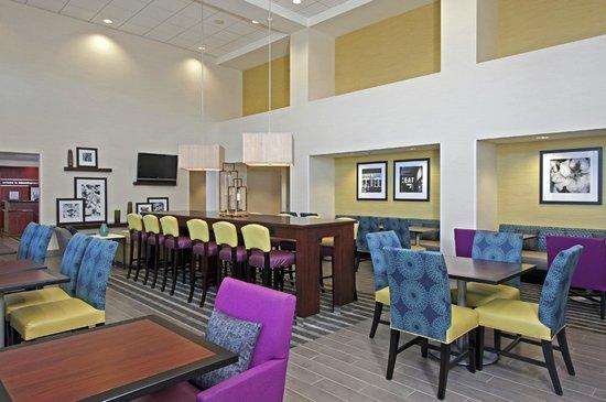 Hampton Inn & Suites Bloomington-Normal : Lobby