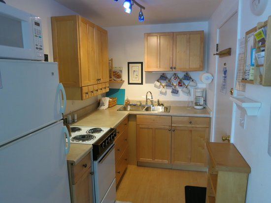 The Sands Condominiums: Fully equipped kitchen