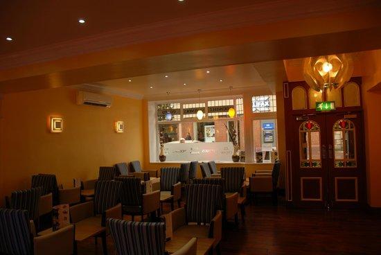 Piquante Palais-The cafe area