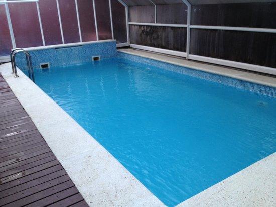 NubaHotel Vielha: Sólo hay una piscina de adultos y es pequeña