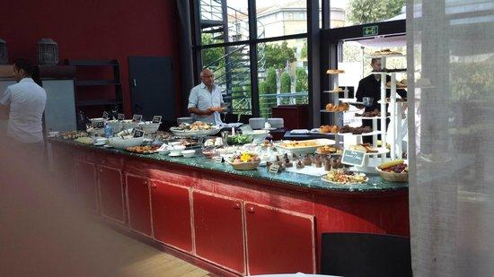 Aquabella Hotel : une partie du buffet du brunch