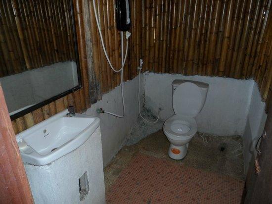 Bamboo Mountain View Phi Phi Resort: AQUI NO SE VÉ BIEN, PERO ERA PATÉTICO