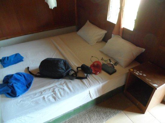 Bamboo Mountain View Phi Phi Resort: LA CAMA ERA ASQUEROSAMENTE SUCIA E INCOMODA