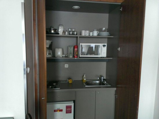 Adina Apartment Hotel Budapest: Kitchenette area.