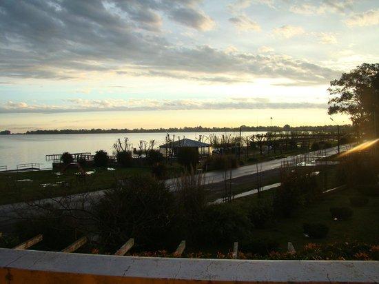 El Mirador: Atardecer de la laguna despues de la lluvia