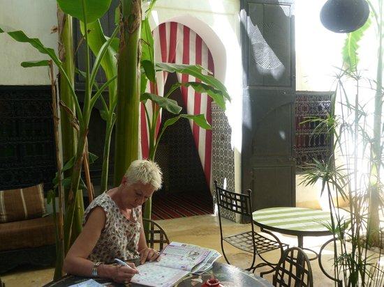 Riad Tibibt: Août 2013. Le Patio. Accès à la chambre Izghi.