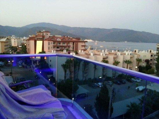 Moda Beach Hotel: Balkondan manzara