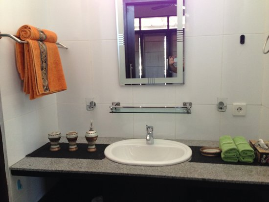 Tropica Exclusive Apartment and Superior Room: Bathroom