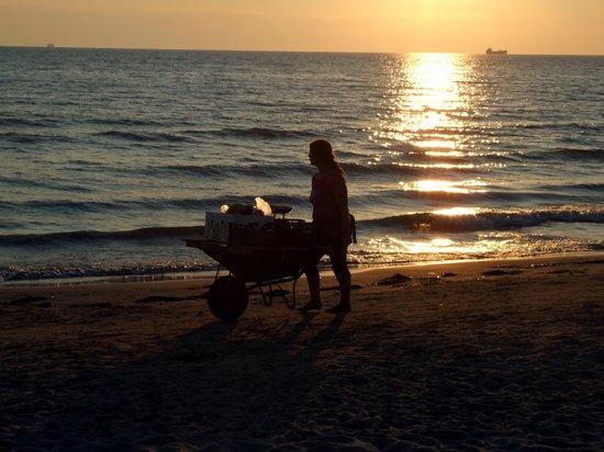 Hotel Oaz: Sunset onthe beach