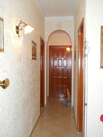 Le Ortensie: l' ingresso alle camere