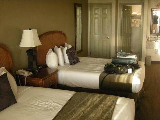 Surf & Sand Lodge: room