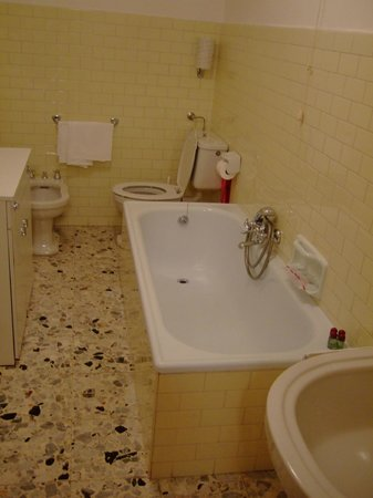 Hotel Pontechiesa: バスルーム