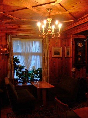 Hotel Pontechiesa: 木のぬくもりであふれる談話室