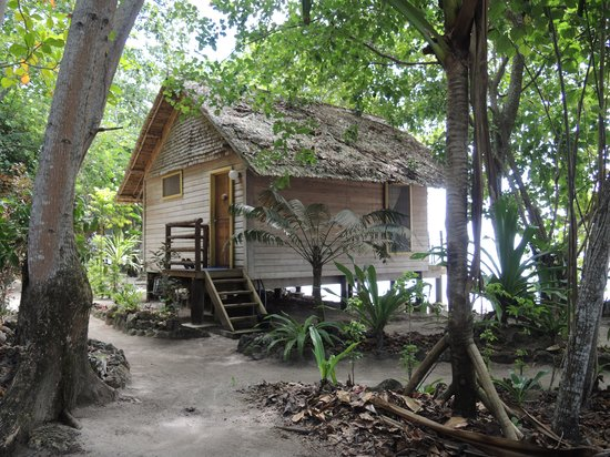 Sanbis Resort : Bungalow from the path