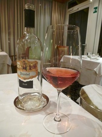 Park Hotel Mignon & Spa: An excellent rose from the local vineyard!