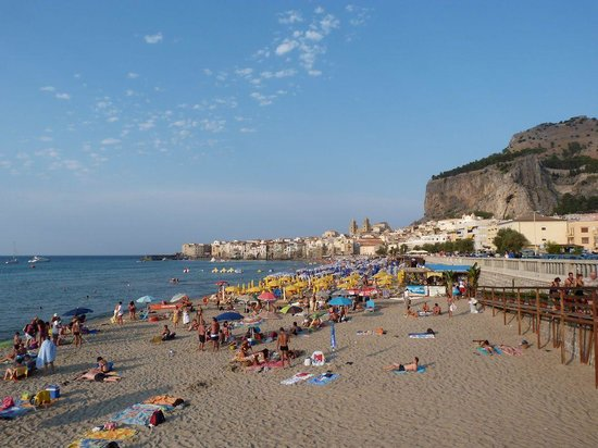 """Astro Suite Hotel : View to Cefalu old town and """"La Roc"""""""