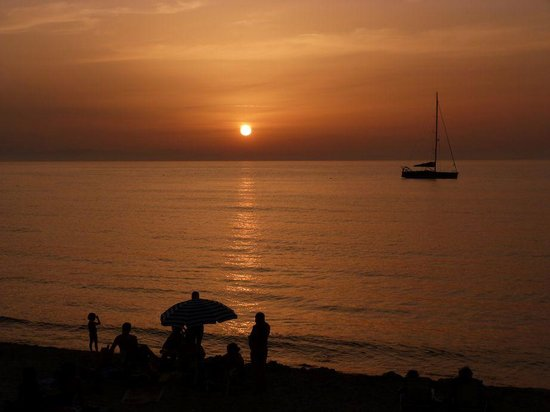 Astro Suite Hotel: Stunning sunset from Cefalu beach