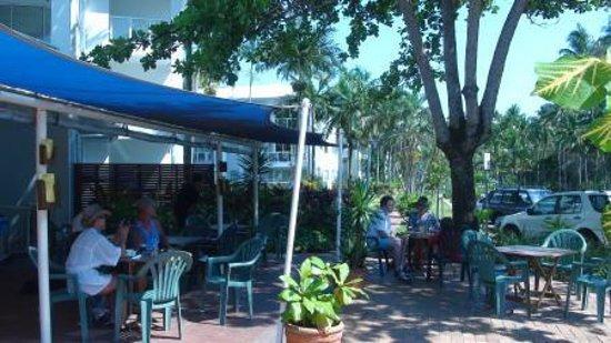 The Beaches Cafe: 風のない日はとってもいい気持ち