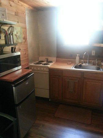 Cypress Creek Cottages : Kitchen