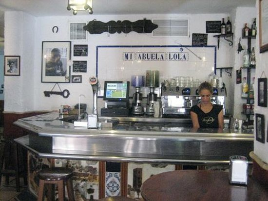 La Abuela Lola : Entrada al bar-restaurante