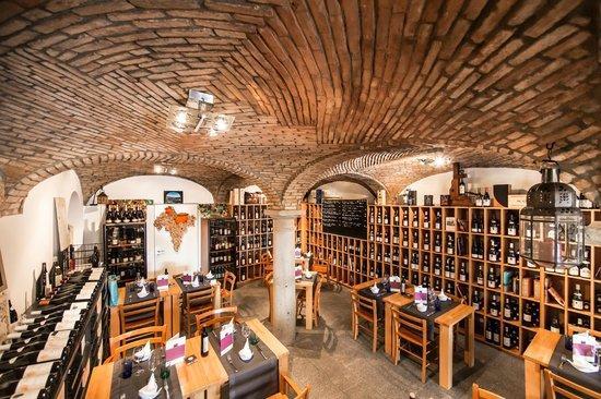 Atenaeo del Vino: Il ristorante sommerso nel vino