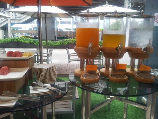 ibis Bangkok Siam Hotel: Breakfast juices