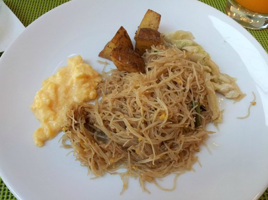 ibis Bangkok Siam Hotel: Day Three breakfast - fried noodle with scrambled eggs