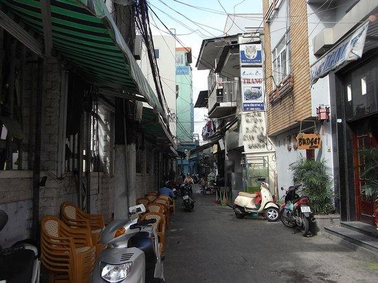 Saigon Zoom Hotel: ホテル前の道