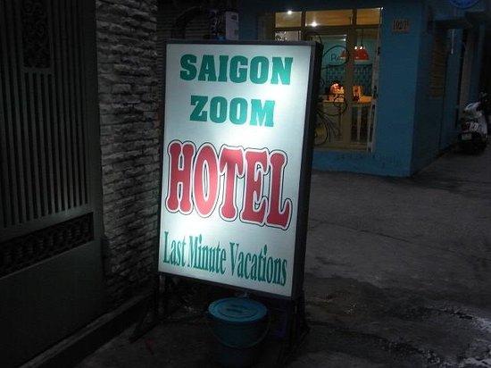 Saigon Zoom Hotel: ホテルの看板