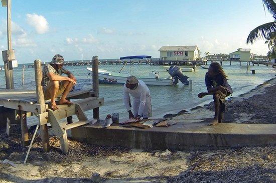 Xanadu Island Resort: Buying fish from a local fisherman
