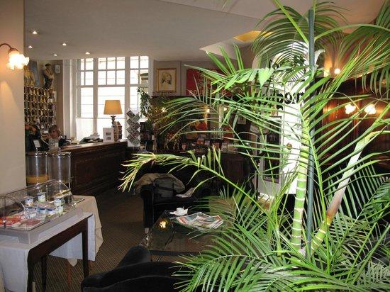 Hotel Brueghel: La réception et le coin p'tit déj.