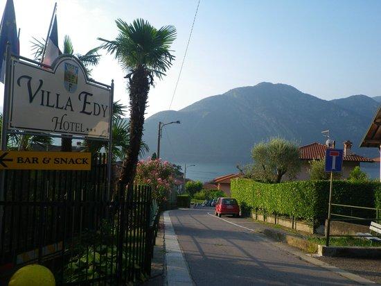 Hotel Villa Edy: vue de l'entrée de l' hôtel