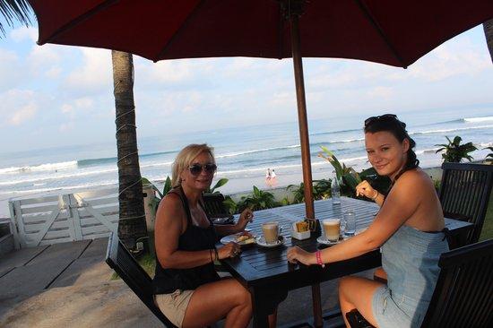 Legong Keraton Beach Hotel: Frühstück