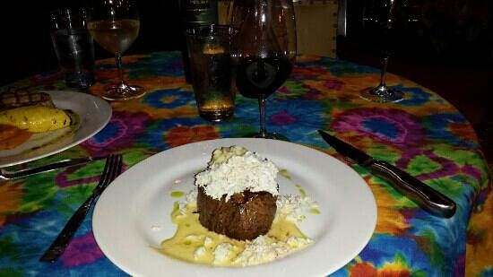 Pomegranate Restaurant: Filet Oscar with hollandaise