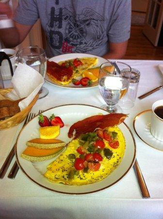 Au Bois Joli B&B: The dream breakfast