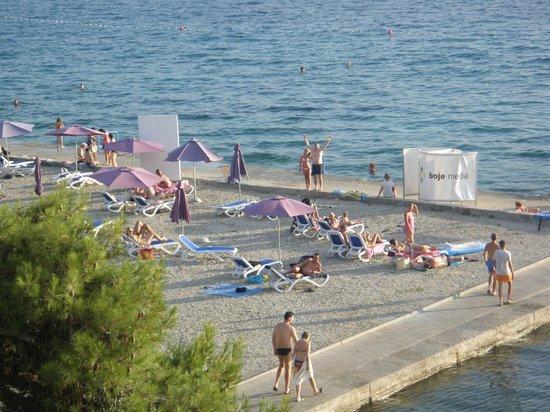 Hotel Ilirija: The hotel beach, view from the balcony