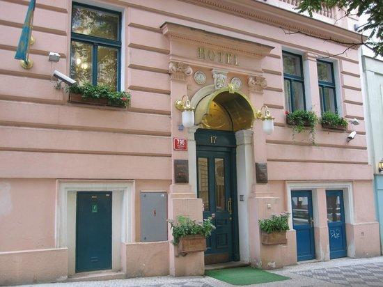 Anna Hotel: hotel entrance