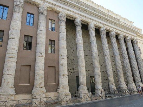 Hadrian's Temple : Daytime
