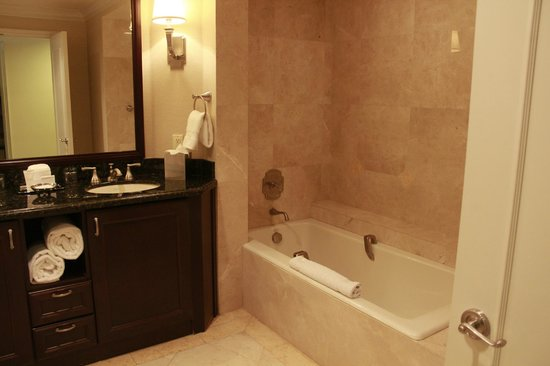 The Atlantic Hotel & Spa: Baño excelente