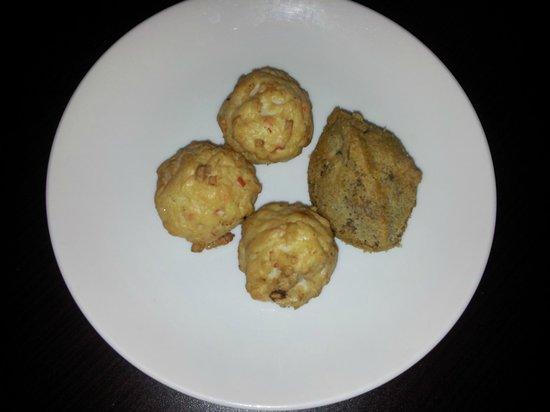 Lingzhi Vegetarian: Yummy sotong balls and yam croquette