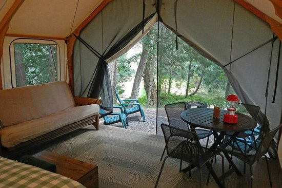 Lakedale Resort at Three Lakes: Interior of tent cabin