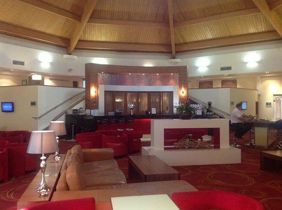Waltham Abbey Marriott Hotel: Lounge and bar area