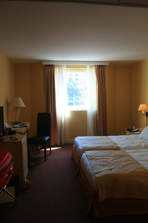 Hôtel Auteuil Tour Eiffel : Our lovely room
