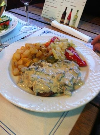 Restaurante Grill La Vaca Loca: steak with mushrooms.