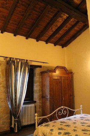 Soffitto con travi di legno foto di agriturismo podere for Foto a soffitto con travi in legno a vista