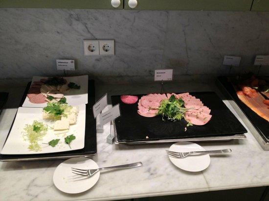 Frühstücksbuffet Restaurant Wohnstube Bild Von Hyperion Hotel
